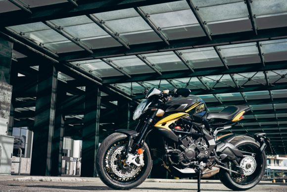 Dragster 800 RR SCS black_yellow ambient