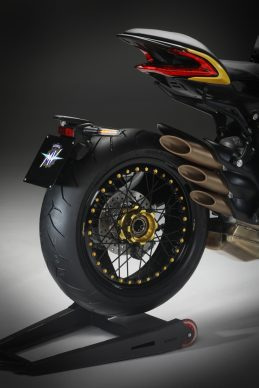 Dragster 800 RR SCS black_yellow detail