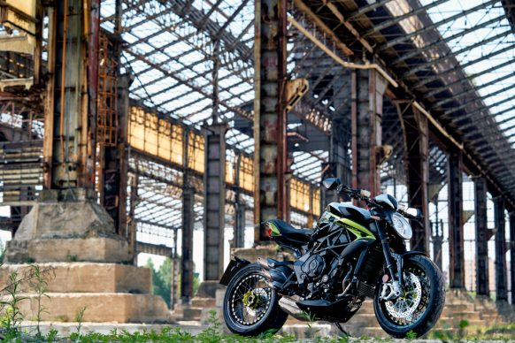 Dragster 800 RR SCS green_white ambient