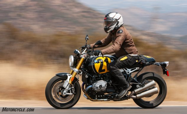 091620-Retro-Roadster-Twins-BMW-R-nineT_EBB6832