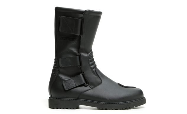 101520-best-boots-for-cruisers-dainese-tamba