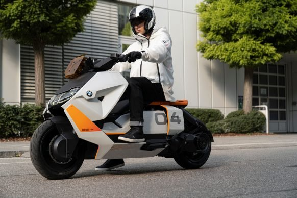 111120-BMW-definition-CE-04-electric-scooter-concept-P90406783