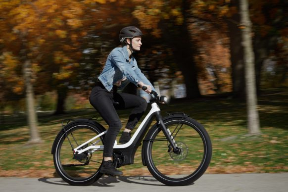 111620-harley-davidson-electric-bicycle-serial-1-RUSH_CTY_STEPTHRU_Action_Right