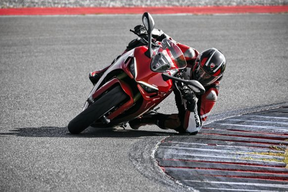 111820-2021-DUCATI_SUPERSPORT_950_S_AMBIENCE_16__UC210985_High