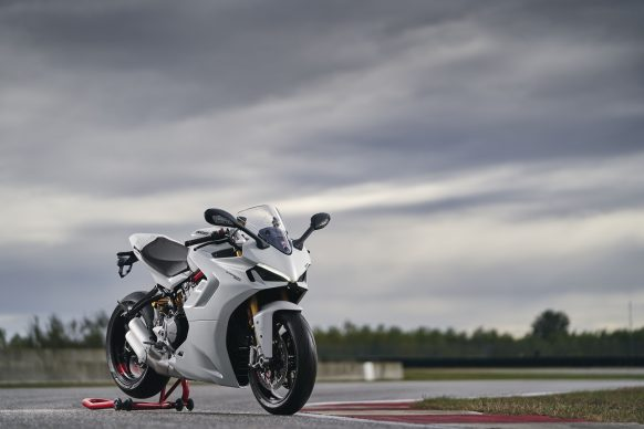 111820-2021-DUCATI_SUPERSPORT_950_S_AMBIENCE_19__UC210970_High