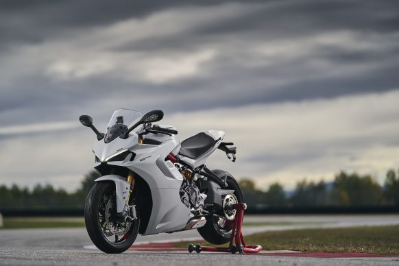 111820-2021-DUCATI_SUPERSPORT_950_S_AMBIENCE_20__UC210969_High