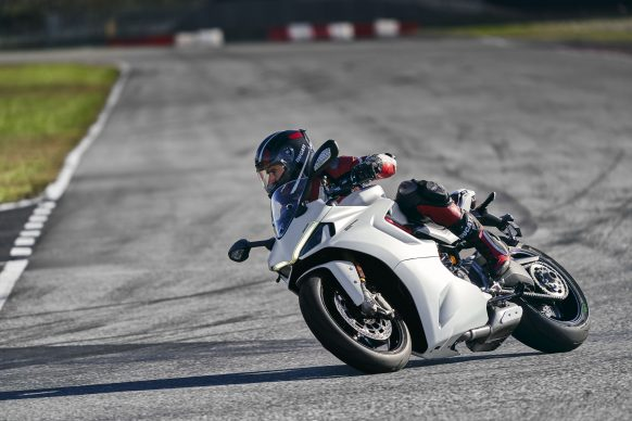 111820-2021-DUCATI_SUPERSPORT_950_S_AMBIENCE_21__UC210971_High