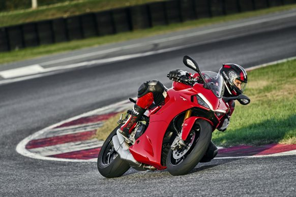 111820-2021-DUCATI_SUPERSPORT_950_S_AMBIENCE_28__UC210990_High