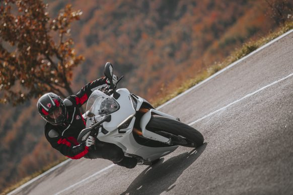 111820-2021-DUCATI_SUPERSPORT_950_S_AMBIENCE_2__UC210982_High