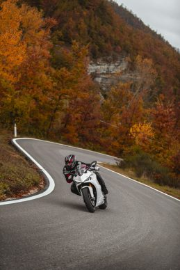 111820-2021-DUCATI_SUPERSPORT_950_S_AMBIENCE_9__UC210997_High