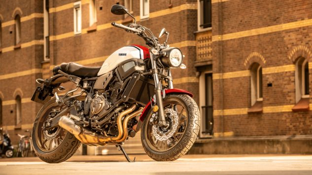 21_xsr700_radical white_rapid red_beauty_002_03