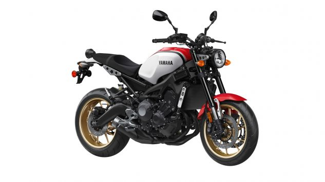 21_xsr900_radical white_rapid red_s3_rgb