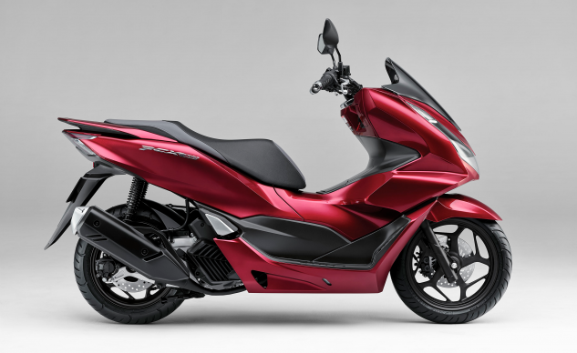 120920-2021-honda-pcx-160-comparison
