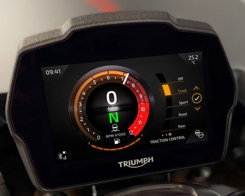 Speed Triple 1200 RS Instruments – Furnace theme – Traction Control Setting