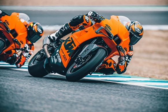 072021-2022-KTM-RC-8C-392431-Static_ Red Bull KTM Factory Racing Test team_ Action
