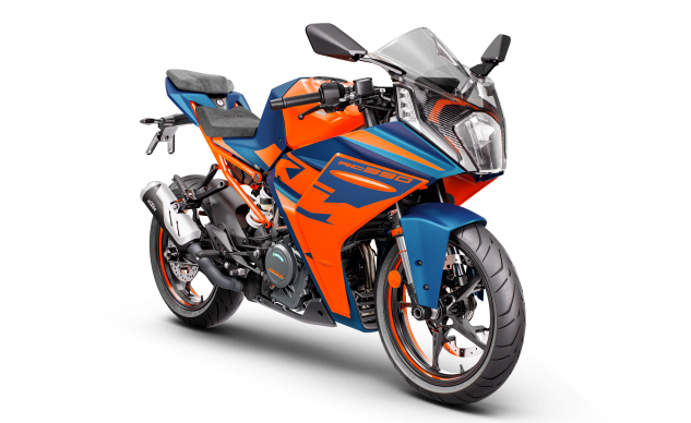 083121-2022-ktm-rc390-390661-BLUE_MY22_Front-Right