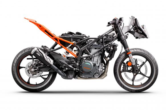 083121-2022-ktm-rc390-394419-STRIPPED_MY22_90-Right