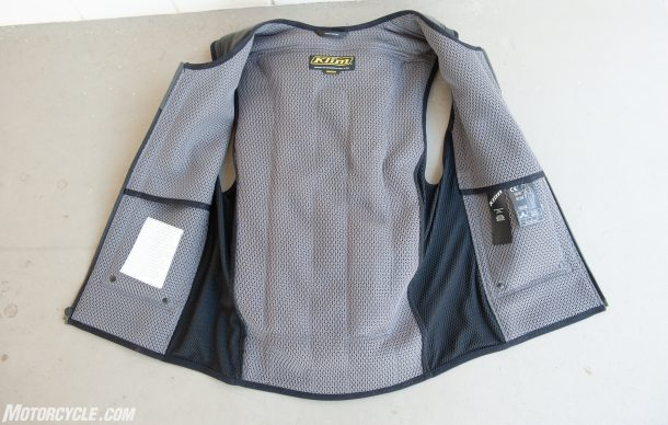 In&Motion airbag vest open 3