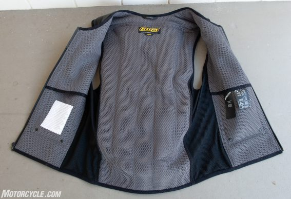 In&Motion airbag vest open 2
