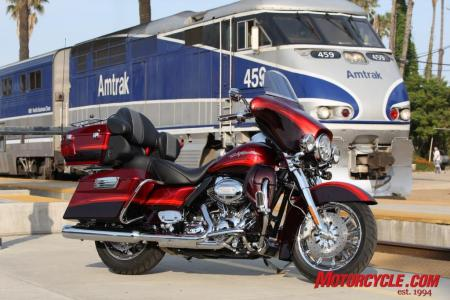 2009 HD CVO Intro BJN50844