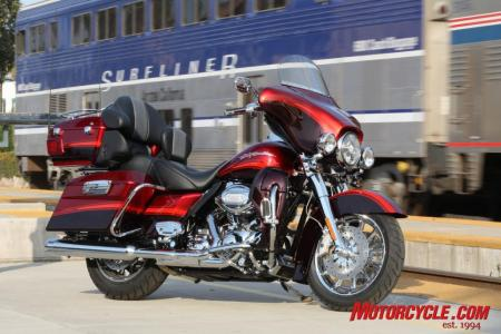2009 HD CVO Intro BJN50851