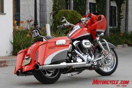 2009 HD CVO Intro BJN50967