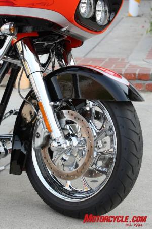 2009 HD CVO Intro BJN50976