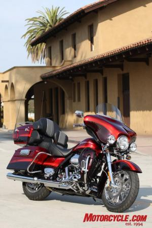 2009 HD CVO Intro BJN50804