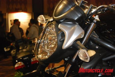 09_Suz_Gladius_headlight