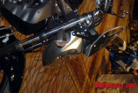 09_Suz_Gladius_headlight_profile