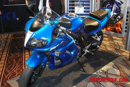 Here's the new paint scheme for the 2009 SV650. Pretty sweet, eh?