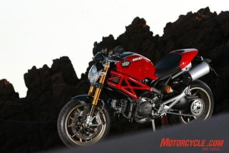 2009_Ducati_Monster_1100__MC_0008