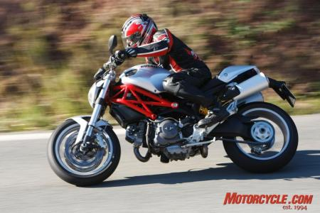 2009_Ducati_Monster_1100__MC_1428