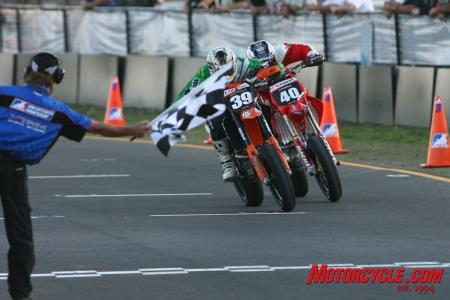 The race for third place in the Lites was the exciting part. Matt Burton (39) edges out Danny Casey (40) in a photo finish.