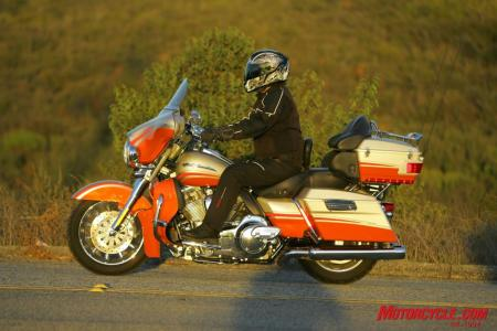 Here we can see the neutral riding position, lack of wind protection relative to the Victory or Honda, and just how good looking the CVO Ultra is!