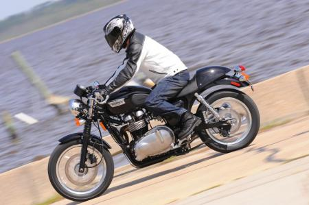 The 2009 Thruxton benefits from fuel-injection (new to all Modern Classics in '09) and friendlier ergos thanks to handlebars that are now higher and closer to the rider.
