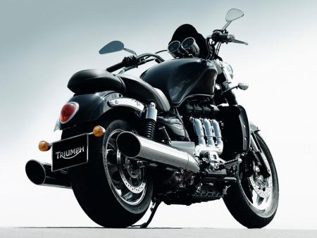 2010 Triumph Rocket III Roadster 3