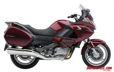 North American Honda brings yet another price conscious Euro-popular model here to US. This time in the form a commuter large enough to tour the country with, the NT700V.
