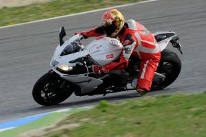 Despite a lesser-spec suspension and a few extra pounds, the RSV4 R is still an extremely impressive handler.