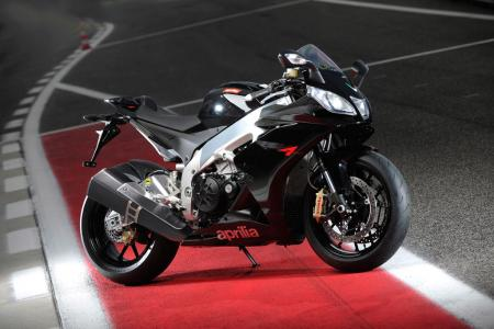 The $5000 difference in price between the RSV4 R and the upscale RSV4 Factory will be worth it to only the most discriminating clientele.