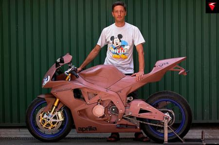 Robbiano with a pre-production Aprilia RSV4.