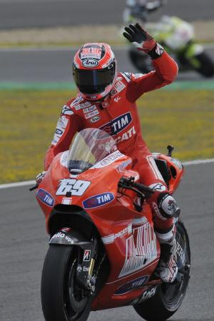 Nicky Hayden finished a second ahead of Casey Stoner to take fourth, making him the first Ducati factory to beat Stoner without the Australian retiring since 2007.