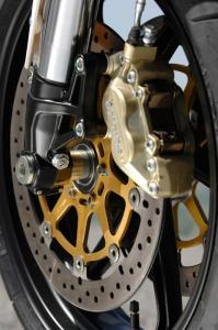 The Brembo four-pot callipers are strong enough, but a little dated.