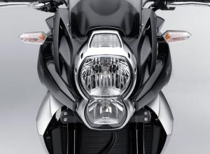 A new stacked headlight leads the way for the 2010 Versys.