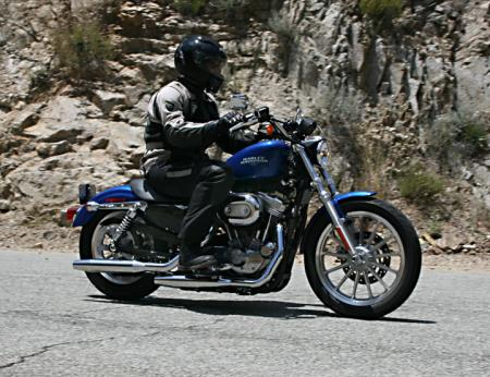 Harley-Davidson 883 Low Action_Right