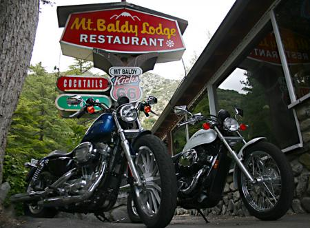 Harley-Davidson 883 Low vs Honda Shadow RS Restaurant1