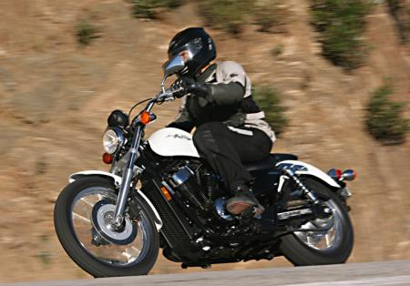 Honda Shadow RS Action_Left