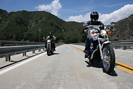 Harley-Davidson 883 Low vs Honda Shadow RS Stagger