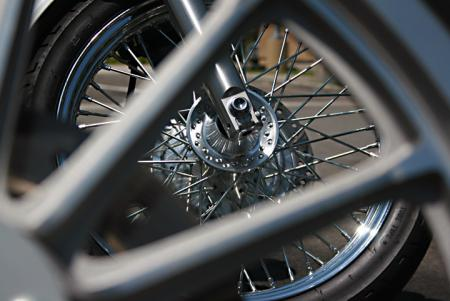 Harley-Davidson 883 Low vs Honda Shadow RS Wheels2