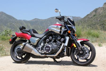 Triumph Rocket III Roadster vs Star VMax IMG_0528